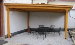 Pergola se zelenou střechou