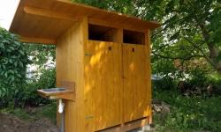 Výroba a montáž kompostovacích toalet pro výukovou zahradu