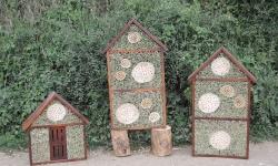 Hmyzí hotely a motýlí domek do přírodní zahrady